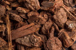 Landscaping Ground Covers: Medium Douglas fir nugget bark