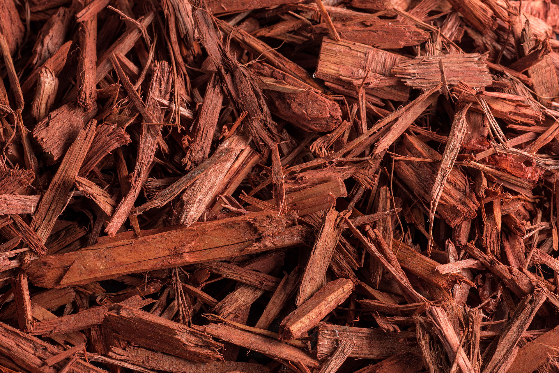 Landscaping Ground Covers: Red Wood Chips
